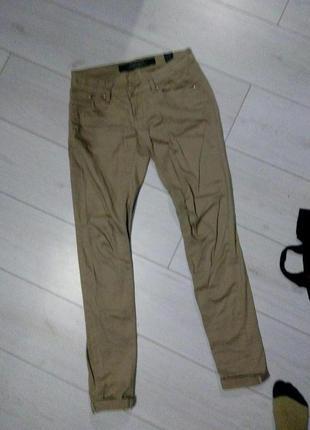 Легкие бежевые брюки штаны скини скинни фирменные junker по фигуре