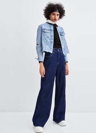Крутая джинсовая куртка с отрезанным воротником от zara