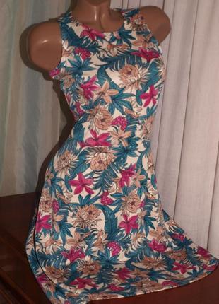 Красивое платье (s замеры)  с узором, отлично смотрится
