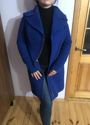 Синее пальто классическое