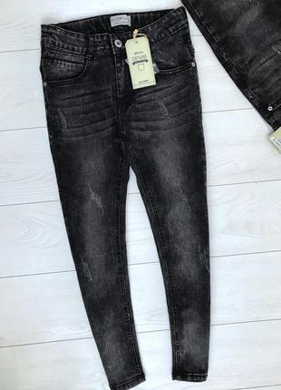 Cтильные джинсы. зауженные. стрейч. венгрия