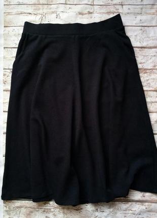 Стрейчевая трикотажная юбка трареция с карманами