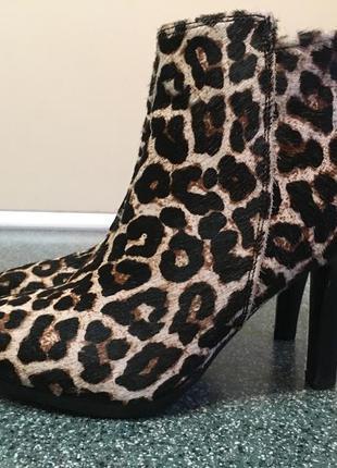 Фирменные леопардовые ботинки esmara 39р