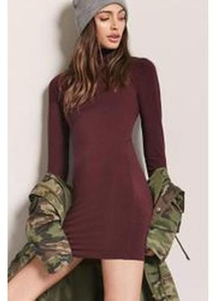 Облегающее трикотажное платье-водолазка