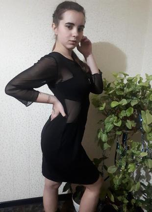 Платье из вставками из сеточки.