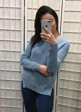 Мягкий свитер нежного цвета