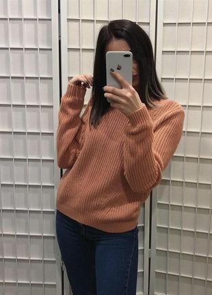 Мягкий персиковый свитер