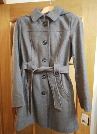 Пальто демисезонное с капюшоном, куплено в сша, 58%шерсти