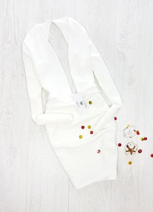 Білосніжна вечірня сукня з глибоким декольте  in the style
