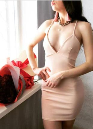 Платье missguided бежевое по фигуре невероятное красивое с глубоким декольте