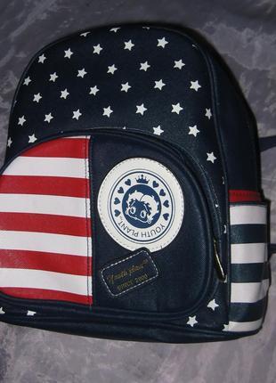 Эффектный рюкзак в стиле usa - средний по размеру,  дорогой кожзам, качество супер!