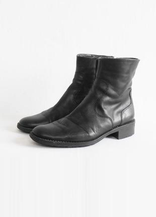 Черные осенние кожаные ботинки полусапожки
