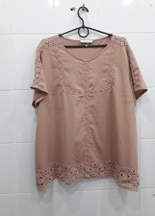 Красивая пудровая нарядная блуза с кружевом