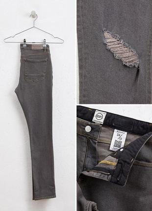 Серые рваные джинсы скинни