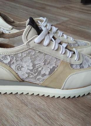Итальянские кроссовки с кружевной вставкой lesilla