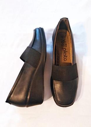 Удобные лёгкие туфли на танкетке