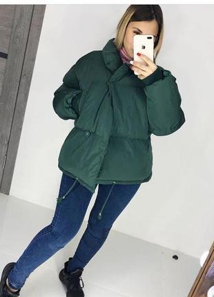 Женская стильная объемная куртка цвет зеленый  размер s(42)