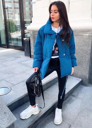 Женская стильная объемная куртка цвет синий  размер s(42)