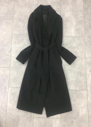 Чёрное пальто на запах