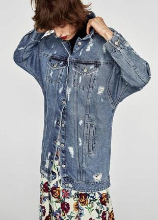 Шикарна джинсова уздовжена куртка з рваностями/оверсайз фірми zara, розмір s,100% caton