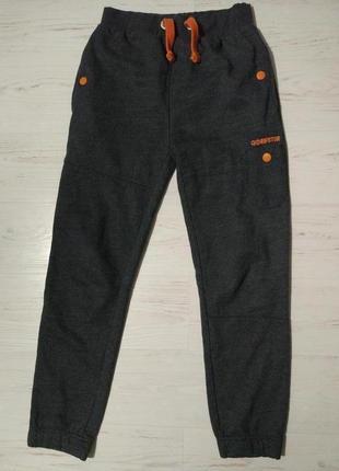 Теплые спортивные штаны на 13-14 лет.