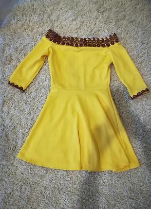 Платье со спущеными плечами