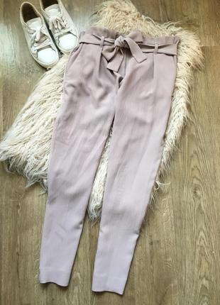Стильные пудровые брюки с декоративным поясам l-xl