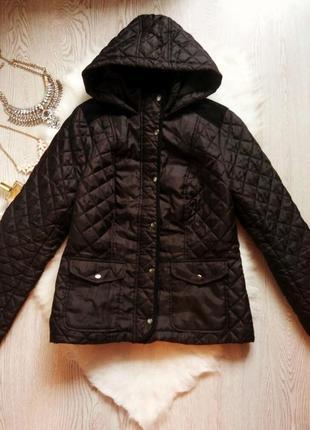 Черная стеганая утепленная короткая куртка деми с карманами и капюшоном ветровка