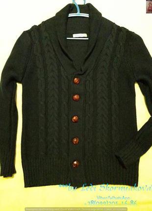 Новый красивый нарядный свитерок на мльчика 6-8 лет