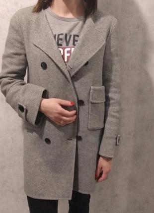 Пальто zara , пальтишко