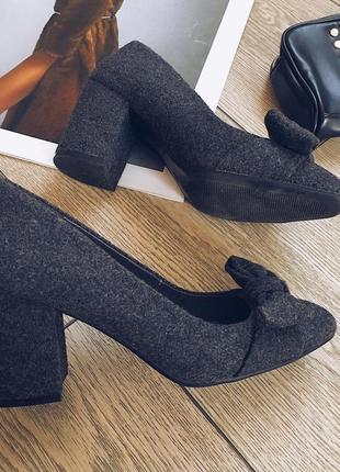 Стильные туфельки на низком каблуке