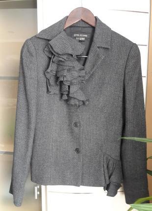 Очень интересный,женственный  пиджак,жакет шерсть/вискоза isabel de pedro,испания.