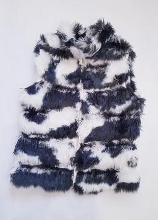 Чёрно белая жилетка из искуственного меха. размер s