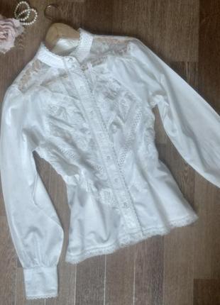 Роскошная нарядная белая рубашка блуза со вставками гипюра, рюшами и кружевом