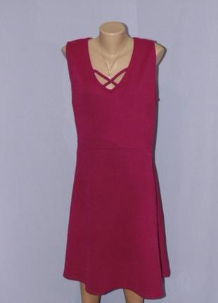 Фактурное платье цвета фуксии 26 размера