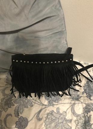Чёрная сумка с бахромой crossbody