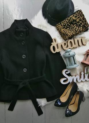Актуальное шерстяное пальто с расклешенными рукавами