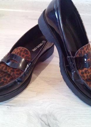 Фирменные лаковые женские туфли лоферы. германия. trend one