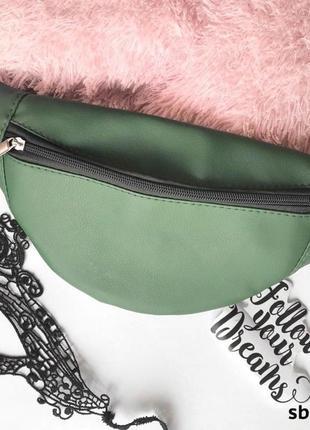 Стильная зеленая оливковая поясная сумка бананка экокожа