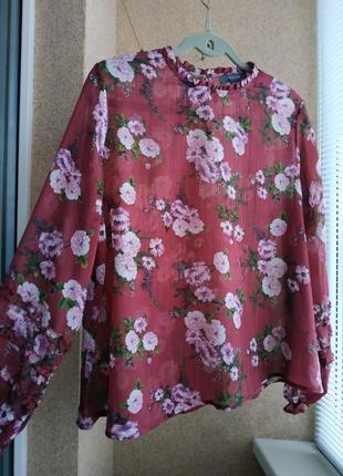 Красивейшая блуза с рюшами по рукавам в цветочный принт
