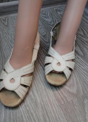 Босоножки кожаные, 37р бежевые, сандали