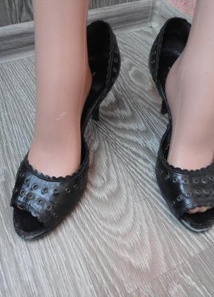 Босоножки на каблуке, кожа 40р, черные
