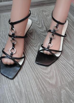 Босоножки на каблуке с камнями, 39р, кожа сандали