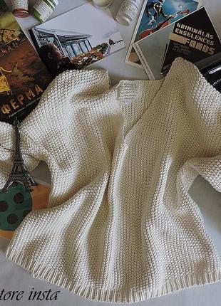 Стильный молочный свитер