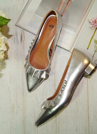 H&m. роскошные туфли лодочки с металлическим напылением