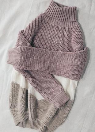 Вязаный свитер под горло
