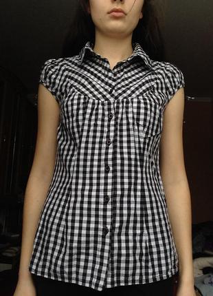 Черно белая рубашка с коротким рукавом