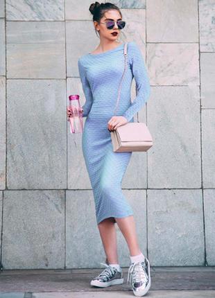 Платье из рельефной ткани