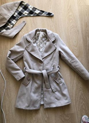 В наличии итальянское классическое пальто,идеал! цвета кофе с молоком или кремового