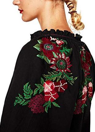 Очаровательная блуза с вышивкой